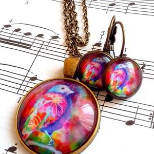 A boldogság színes madara, Ékszer, Fülbevaló, Medál, Ékszerkészítés, Eladó a képen látható szett, amely egy ezüst színű nikkelmentes medálból és egy pár francia kapcsos ..., Meska