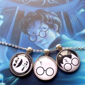 Harry Potter medál , Medál, Nyaklánc, Ékszer, Ékszerkészítés, Antikolt ezüst alapban 25 mm-es lencse, alatta HP-illusztráció., Meska