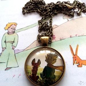 A kis herceg és a róka , Ékszer, Nyaklánc, Medálos nyaklánc, Ékszerkészítés, A képen látható medál lencseátmérője 25 mm, az alap sima szélű antikolt bronz darab. A lánc hossza e..., Meska
