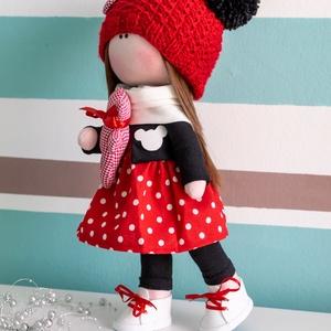 Piri baba, Játék & Gyerek, Baba-és bábkészítés, Varrás, 33 cm magas, kézzel készült dekorációs textilbaba. Ruhája piros fehér pöttyös ruha, fekete kabátkáva..., Meska