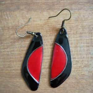 Fekete/piros tűzzománc fülbevaló, Ékszer, Fülbevaló, Lógós fülbevaló, Tűzzománc, Klasszikus színei miatt jól kihasználható tűzzománc fülbevaló., Meska
