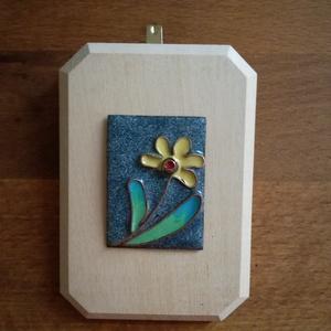 Kis virágos kép, Otthon & Lakás, Dekoráció, Kép & Falikép, Tűzzománc, Kis virágot ábrázoló tűzzománc kép, mérete 7x10 cm, a tűzzománc mérete 3,5x4,5 cm., Meska