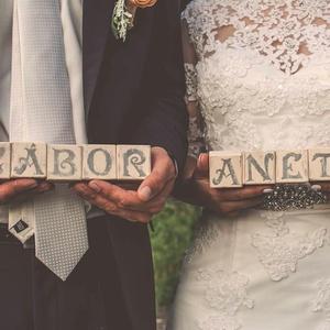 Esküvői dekoráció nevek fakockára festve  (Csicsi8) - Meska.hu