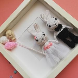 Horgolt nyuszipár esküvőre, Otthon & lakás, Esküvő, Dekoráció, Nászajándék, Kedves ajándék lehet ez a cuki nyuszipár esküvőre, akár kísérő ajándékként Mérete: 26x26 cm, a nyusz..., Meska