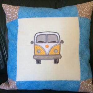 Minibuszos párnahuzat, Otthon & lakás, Dekoráció, Gyerek & játék, Gyerekszoba, Hímzés, Patchwork, foltvarrás, 40 x 40 cm\nEgy igazi klasszikus retro busz! Nem csak gyerekek részére készült párnahuzat, gépi hímzé..., Meska