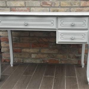 Provence, vintage íróasztal, Otthon & lakás, Bútor, Asztal, Festett tárgyak, Provence stílusú, koptatott fehér íróasztal.\n\nMag: 76 cm\nSzél: 117 cm\nMély: 60 cm\n\nBudapesten és von..., Meska