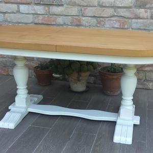 Provence dohányzóasztal, dohányzó asztal, Otthon & lakás, Bútor, Asztal, Festett tárgyak, Provence stílusú, koptatott fehér dohányzóasztal.\n\nMag: 52,5 cm\nAsztallap: 120 x 60 cm.\n\nBudapesten ..., Meska