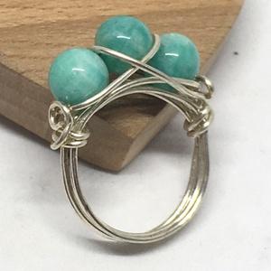 3köves amazonit gyűrű, Ékszer, Gyűrű, Ékszerkészítés, Fémmegmunkálás, Ezüstözött drótból tekert technikával készült ez a gyűrű, amely 3 db 6 mm-es amazonit golyót fog mag..., Meska