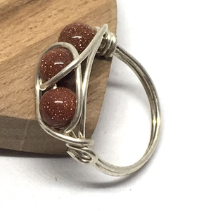 3köves gyűrű goldfluss, Ékszer, Gyűrű, Ékszerkészítés, Fémmegmunkálás, Ezüstözött drótból tekertem ezt a gyűrűt. \n6 mm-es goldfluss golyókat tekertem bele.\nNikkelmentes, a..., Meska