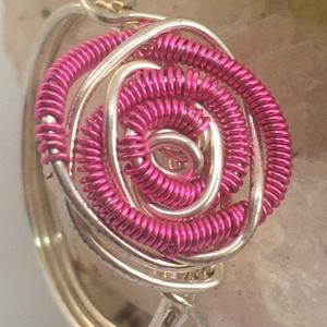 Rózsás gyűrű pink, Ékszer, Gyűrű, Fonódó gyűrű, Ékszerkészítés, Fémmegmunkálás, Meska