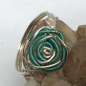 Rózsás gyűrű türkizzöld, Ékszer, Gyűrű, Fonódó gyűrű, Ékszerkészítés, Fémmegmunkálás, Meska