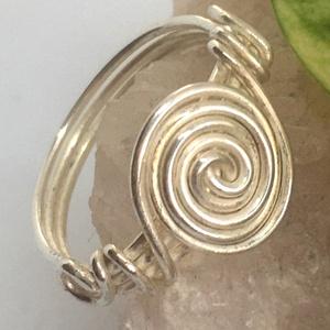 Spirál gyűrű ezüst színben, Ékszer, Gyűrű, Fonódó gyűrű, Ékszerkészítés, Fémmegmunkálás, Meska