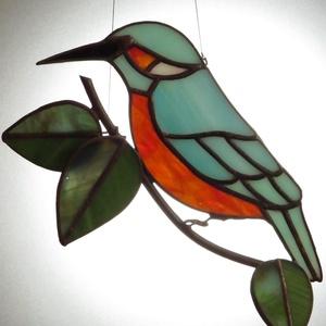 Tiffany madárka / jégmadár, Otthon & lakás, Dekoráció, Lakberendezés, Üvegművészet, Tiffany technikával készült jégmadár ablakdísz/ falidísz. Mérete: 16 x 18 cm., Meska