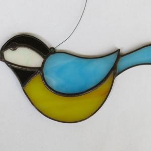 Tiffany madárka, Otthon & lakás, Dekoráció, Lakberendezés, Üvegművészet, Tiffany technikával készült madárka ablakdísz / falidísz. Mérete: 12 x 7 cm. Cinege, rozsdafarkú, vö..., Meska