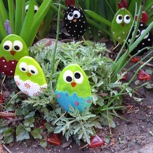 Üveg húsvéti tojás/csirke asztaldísz, Otthon & lakás, Dekoráció, Ünnepi dekoráció, Húsvéti díszek, Lakberendezés, Dísz, Asztaldísz, Üvegművészet, Üvegolvasztásos technikával készült húsvéti tojás/csirke asztali dekor.  Sok színvariációban. Mérete..., Meska