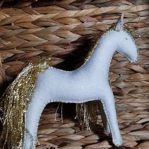 Fehér lovacska aranyszínű sörénnyel, Játék & Gyerek, Plüssállat & Játékfigura, Ló, Baba-és bábkészítés, Varrás, Meska