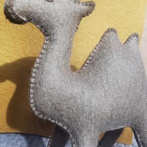 Mogyoróbarna színű teve gyapjúfilcből - Waldorf-jellegű játék - Meska.hu