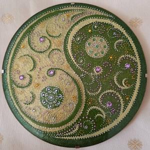 Jin-Jang Mandala, Mandala, Dekoráció, Otthon & Lakás, Üvegművészet, Festészet, Jin jang szimbólum a szívcsakra zöld színével festve. A mandala akrilfestékkel készül üveglapra, Az ..., Meska