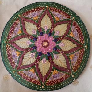 Virág Mandala, Otthon & lakás, Dekoráció, Kép, Üvegművészet, Festészet, Virág mandala\nA mandala akrilfestékkel készül üveglapra a szívcsakra színeivel, de mivel minden mand..., Meska