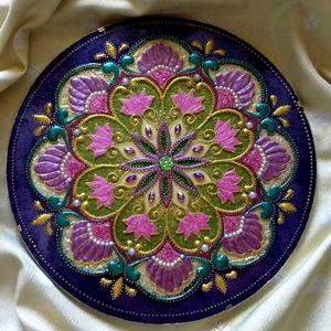 Virág Mandala, Otthon & lakás, Dekoráció, Kép, Üvegművészet, Festészet, Virág mandala a szívcsakra és koronacsakra színeivel.\nAkrilfesték felhasználásával készült üveglapra..., Meska
