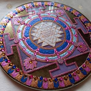 Sri Yantra Mandala, Otthon & lakás, Dekoráció, Kép, Festészet, Üvegművészet, Srí Yantra Mandala\nEgyensúlyba hozza az agyféltekék működését, segíti a gondolkodásmód megváltoztatá..., Meska