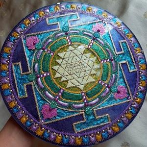 Sri Yantra Mandala, Otthon & Lakás, Dekoráció, Kép & Falikép, Festészet, Üvegművészet, Srí Yantra Mandala\nEgyensúlyba hozza az agyféltekék működését, segíti a gondolkodásmód megváltoztatá..., Meska