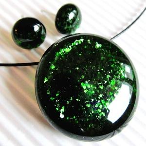 Szikrázó mohaszőnyeg sötétzöld kerek üveg medál és fülbevaló, üvegékszer szett, Ékszer, Ékszerszett, Ékszerkészítés, Üvegművészet, Meska