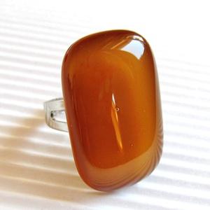 Karamell barna elegáns üveg gyűrű, üvegékszer, Ékszer, Gyűrű, Statement gyűrű, Ékszerkészítés, Üvegművészet, Finom, mézes - borostyános - karamell árnyalatú gyűrű, amely hosszúkás formájával elegánsan nyújtja..., Meska