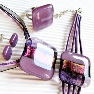 Lila ruhás hölgyeknek üveg medál, fülbevaló és üveg-bőr karkötő, üvegékszer szett - ékszer - ékszerszett - Meska.hu