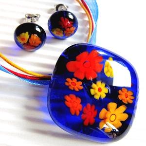 Kéklő réten üveg medál és fülbevaló orvosi fém bedugón, millefiori, virág, üvegékszer szett, Ékszer, Ékszerszett, Áttetsző királykék ékszerüvegből és sárga-narancs-piros millefiori virág-gyöngyökből olvasztottam a ..., Meska