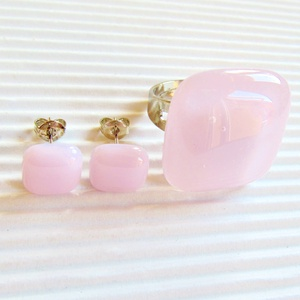 Púderrózsaszín kocka üveg gyűrű és fülbevaló orvosi fém bedugón, üvegékszer szett - ékszer - ékszerszett - Meska.hu