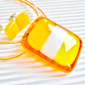 Mézédes napsugár üveg medál és fülbevaló orvosi fém bedugón, üvegékszer szett, Ékszer, Ékszerszett, Áttetsző mézsárga alapon napsárga, irizáló fehér és citromsárga árnyalatú csíkok. Hozzá napsárga, kö..., Meska