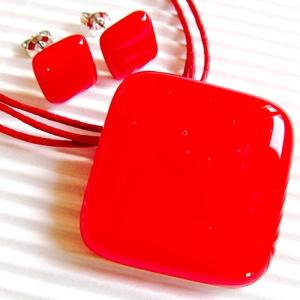 Ferrari piros üveg rombusz medál és fülbevaló orvosi fém bedugón, üvegékszer szett, Ékszer, Ékszerszett, Nagyon élénk, tüzes narancsos piros árnyalatú ékszerüvegből készítettem ezt az elegáns, mutatós, tre..., Meska