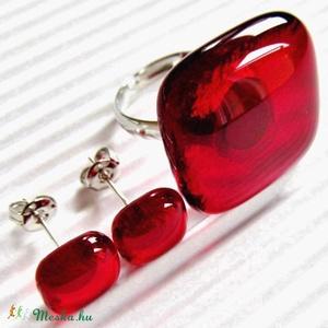 Rubin vörös üveg gyűrű és fülbevaló orvosi fém bedugón, üvegékszer szett - Meska.hu