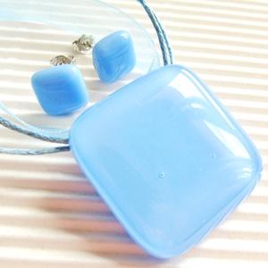 Levendula kocka üveg medál és fülbevaló orvosi fém bedugón, minimal üvegékszer szett, Ékszer, Ékszerszett, Ékszerkészítés, Üvegművészet, Meska