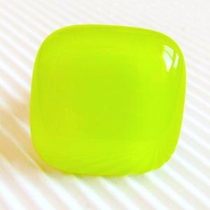 Banán zöld üveg kocka gyűrű, üvegékszer, Ékszer, Gyűrű, Statement gyűrű, Ékszerkészítés, Üvegművészet, AKCIÓ! - 3 BÁRMILYEN TERMÉK vásárlása esetén a harmadikból 50 % KEDVEZMÉNY, akár INGYEN POSTÁZÁS és ..., Meska