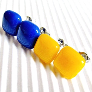 Napsütötte királykék-napsárga üveg fülbevaló csomag, ORVOSI FÉM, üvegékszer szett - ékszer - fülbevaló - pötty fülbevaló - Meska.hu