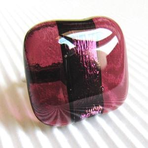 Bíbor bársony masni üveg gyűrű, üvegékszer, Ékszer, Gyűrű, Statement gyűrű, Áttetsző mályva és bíbor fényben tündöklő csíkokból készítettem a gyűrű üvegét és kereszt irányban r..., Meska