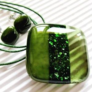Moha - olíva szikrázás üveg medál és fülbevaló orvosi fém bedugón, üvegékszer szett, Ékszer, Ékszerszett, Ékszerkészítés, Üvegművészet, Mohazöld, áttetsző olíva és szikrázó, zöld aventurin csíkokból olvasztottam a ragyogóan csillámló me..., Meska