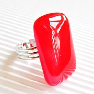 Ferrari piros elegáns üveg gyűrű, üvegékszer, Ékszer, Gyűrű, Statement gyűrű, Ékszerkészítés, Üvegművészet, Élénk piros gyűrű, hosszúkás formája elegánsan nyújtja az ujjakat.  Boltomban megtalálod a hozzá ill..., Meska