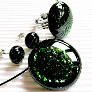 Szikrázó mohaszőnyeg sötétzöld kerek üveg medál, gyűrű és fülbevaló, üvegékszer, Ékszer, Ékszerszett, Ékszerkészítés, Üvegművészet, Meska