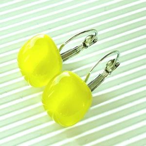 AKCIÓ! - Banánhéj kocka francia kapcsos lógós üveg fülbevaló, üvegékszer, Ékszer, Fülbevaló, Lógós fülbevaló, Ékszerkészítés, Üvegművészet, AKCIÓ! Nikkelmentes alapra szerelt bedugós és lógós fülbevalóimat kifuttatom, ha most vásárolsz 3 pá..., Meska