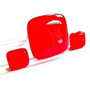 Meggypiros üveg gyűrű és fülbevaló ORVOSI FÉM bedugón, üvegékszer szett - ékszer - ékszerszett - Meska.hu