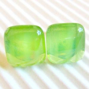 AKCIÓ! - Áttetsző fűzfalevél zöld kocka üveg fülbevaló, üvegékszer, Ékszer, Fülbevaló, Pötty fülbevaló, Ékszerkészítés, Üvegművészet, Meska