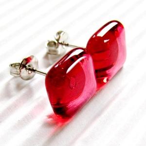 Málna - pink kocka üveg fülbevaló, üvegékszer, Ékszer, Fülbevaló, Pötty fülbevaló, Ékszerkészítés, Üvegművészet, AKCIÓS CSOMAGÁRAK orvosi fém kocka bedugós fülbevalókra:\n\n2 pár egy kosárban vásárlása esetén: 1.150..., Meska