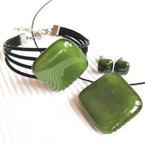 Mohazöld üveg kocka medál, karkötő és fülbevaló orvosi fém bedugón, üvegékszer szett, Ékszer, Ékszerszett, Ékszerkészítés, Üvegművészet, Meska
