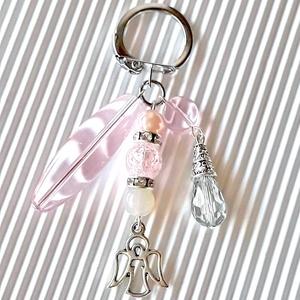 Az én angyalkámnak üveg gyöngy táskadísz, kulcstartó, gyöngyékszer, Táska & Tok, Kulcstartó & Táskadísz, Táskadísz, Ékszerkészítés, Gyöngyfűzés, gyöngyhímzés, Csupa csillogás díszt készítettem rózsaszín hangulatban üveggyöngyökből, strasszos rondellekből, ang..., Meska