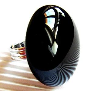 Éjfekete maxi kerek üveg gyűrű, üvegékszer, Ékszer, Gyűrű, Kerek gyűrű, Ékszerkészítés, Üvegművészet, Éjfekete színű, maxi méretű, kerek gyűrű. Minden évszakban, minden alkalomra! \n\nÜveg mérete: kb. 3 -..., Meska