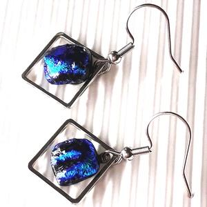 Nemesacél alapon Alkonyi ég dichroic üveg lógós fülbevaló, minimal, üvegékszer, Ékszer, Fülbevaló, Lógós fülbevaló, Ékszerkészítés, Üvegművészet, Fekete alapon kék - ibolya színekben ragyogó dichroic üvegből olvasztottam ezt a szépséges fülbevaló..., Meska
