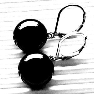 Éjfekete kerek francia kapcsos üveg fülbevaló ORVOSI FÉM alapon, üvegékszer, minimal ékszer - Meska.hu